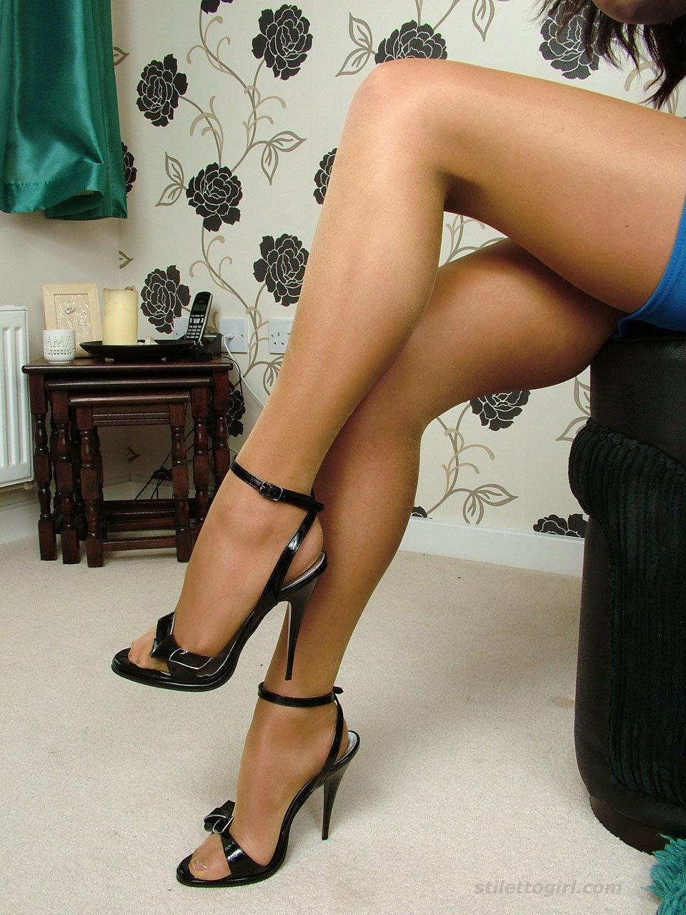 sexy-legs-women-television-peni
