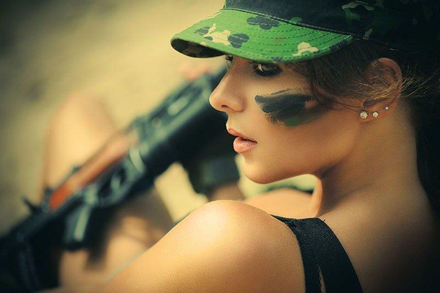 Фотосет девушки в военной форме, порно я и маи тота