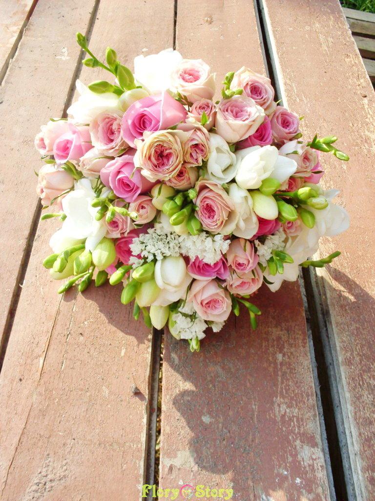 Букет невесты роза кустовая фрезия, цветов