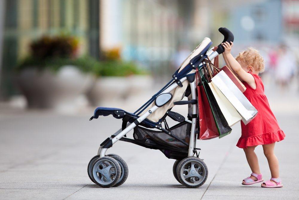 До какого возраста нужна коляска ребенку