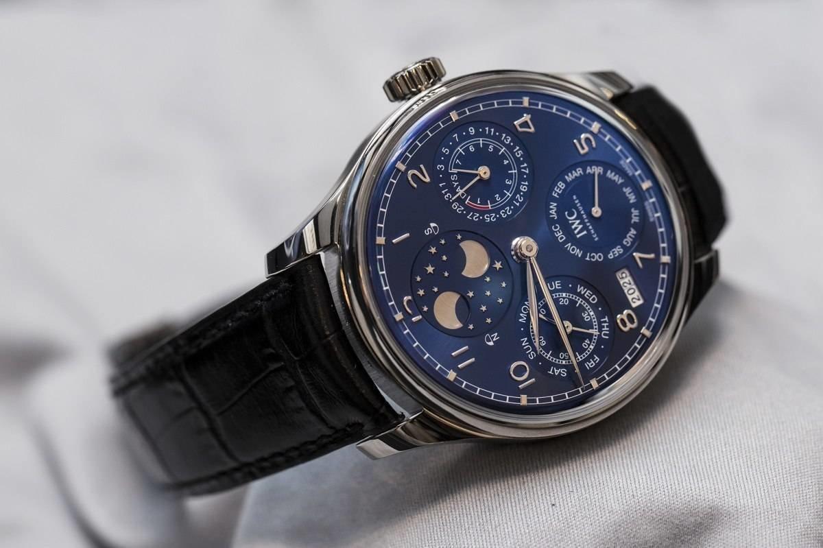 Швейцарские часы iwc можно выгодно продать или купить в часовом ломбарде перспектива в москве.