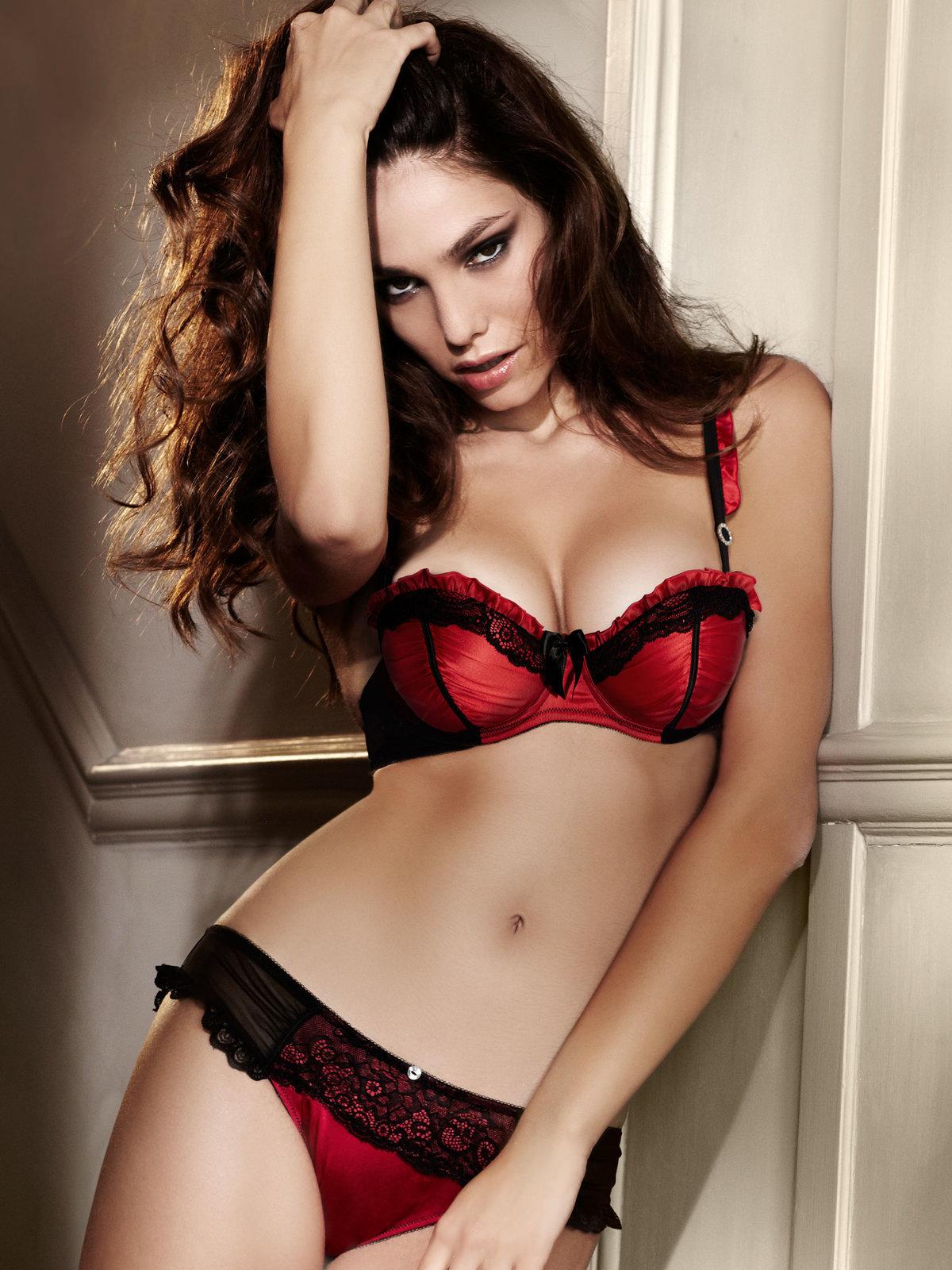 В красивом красном белье онлайн