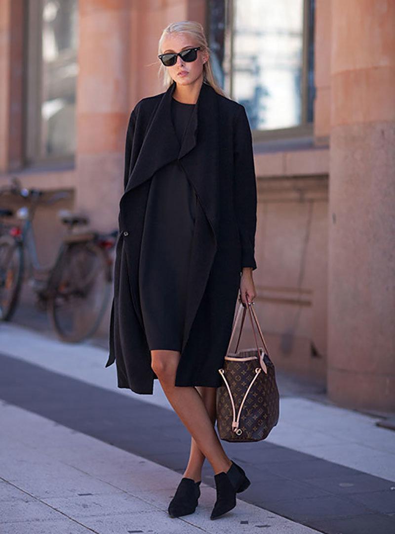 стильные образы с черным пальто фото даже получила