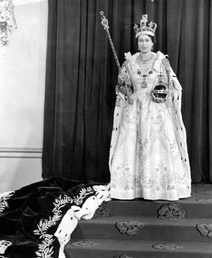 2 июня 1953 года в Вестминстерском аббатстве состоялась коронация английской королевы Елизаветы II