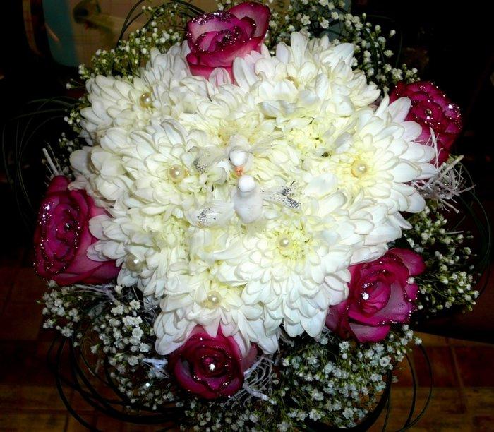 букет с розами, хризантемами, блестками и бусинами