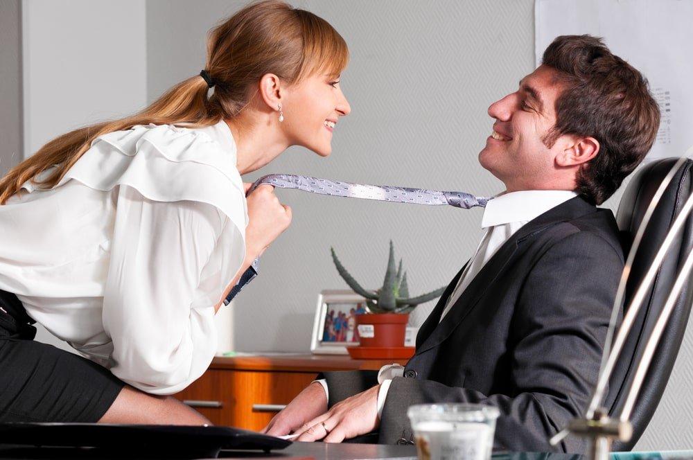 властные женщины домогаются парней должна быть размещена
