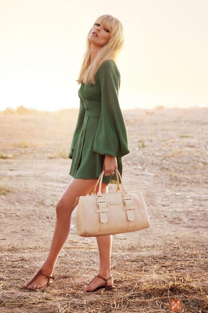 взята фото девушек в повседневной жизни блондинок ходили