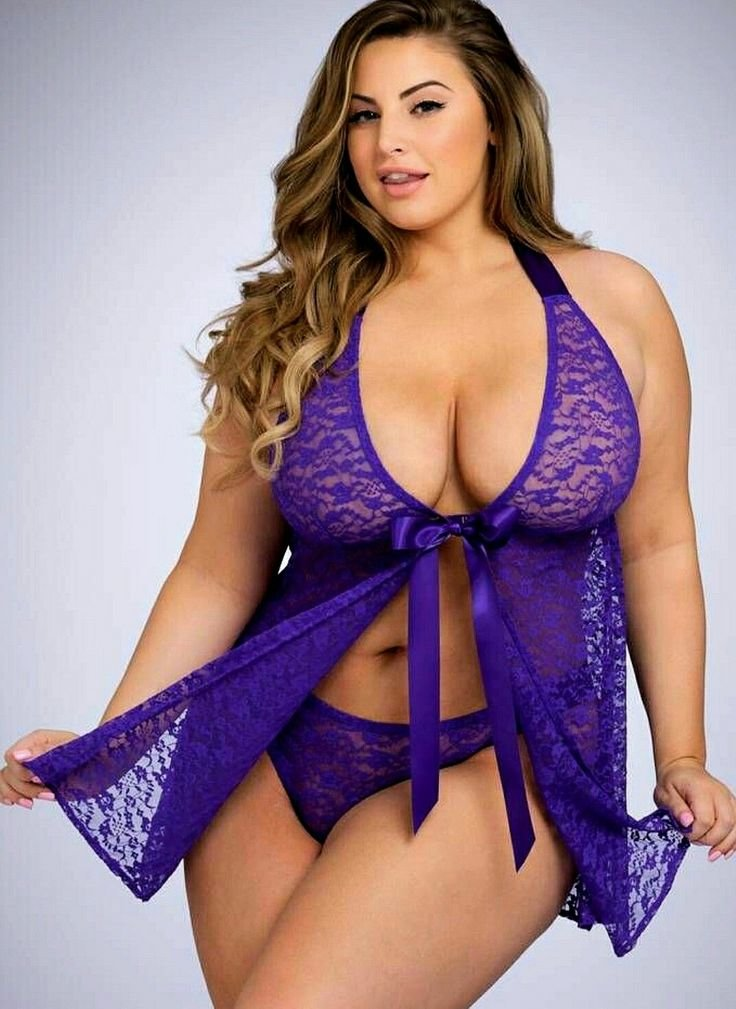 Curvy plus size lingerie curves not absolutely
