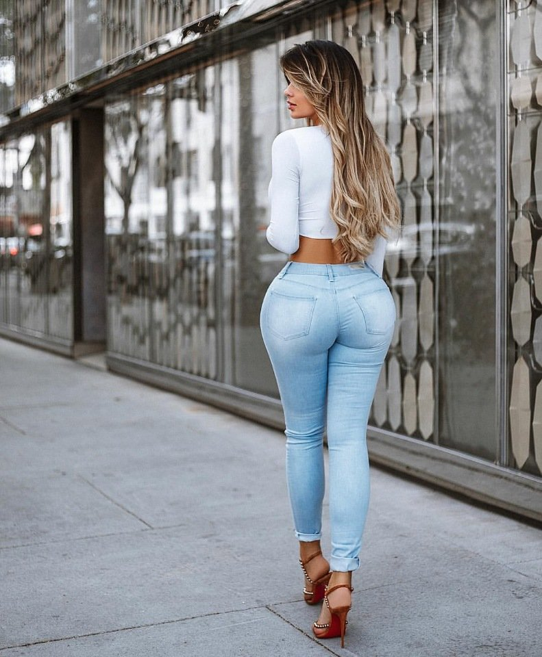 Девушка с широким задом фото
