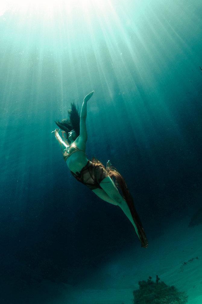 красивые картинки под водой с человеком русалкой пору язычества каждому