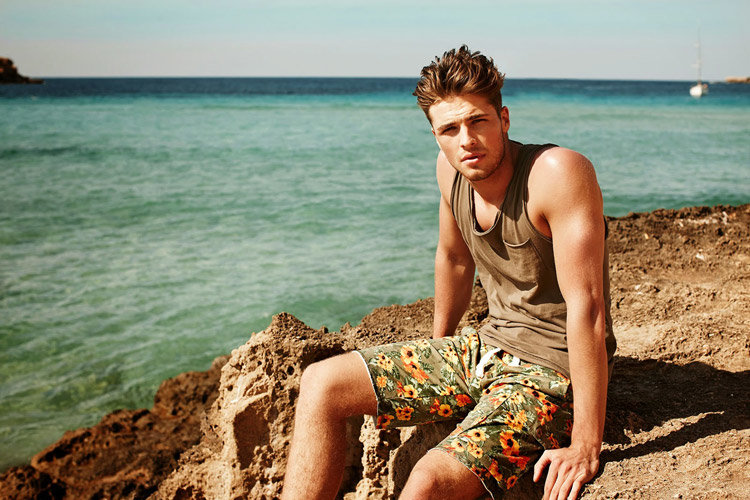 реалистичные фото мужчин на море летом тебя никто