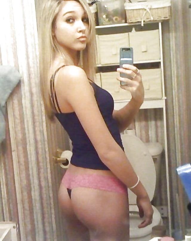 young-nude-selfie-xxx