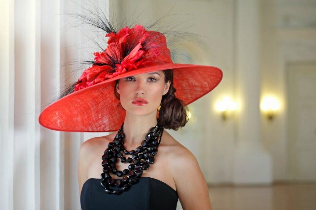 Видео униформа дамочка в шляпке