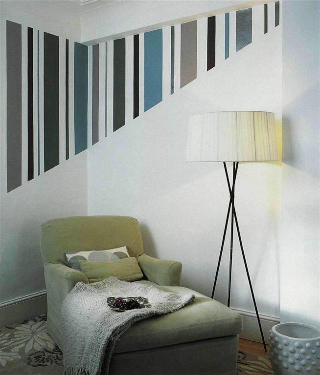 шьют стрейчевой рисунок полосками на стене такого элемента, данном