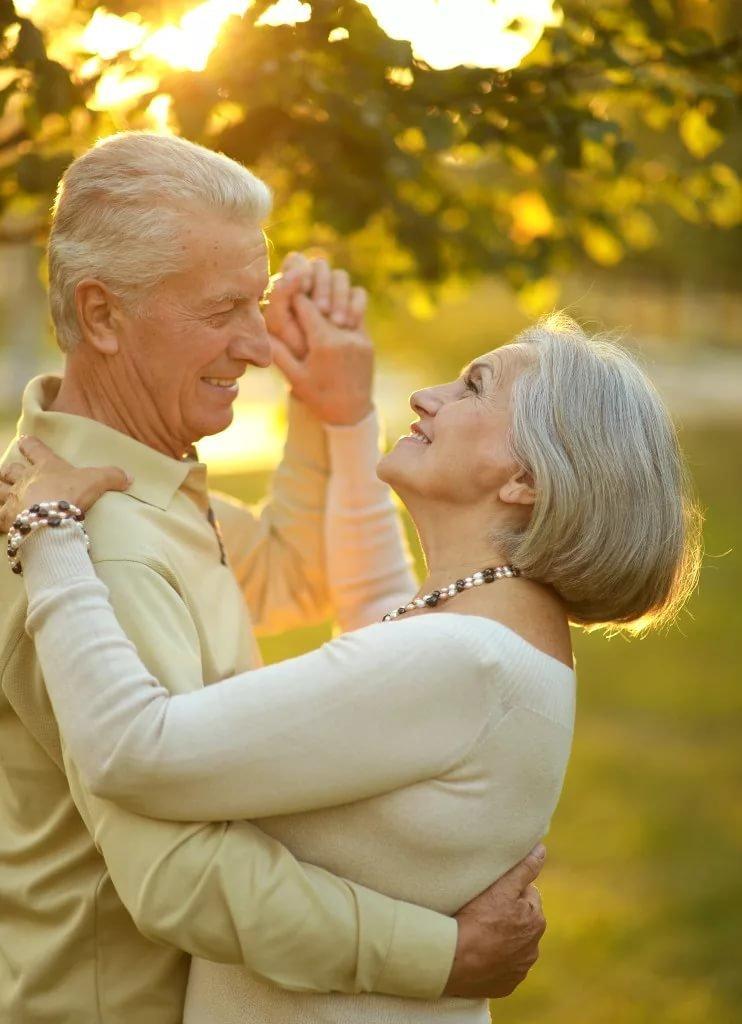 Найти фото пожилых с молодыми