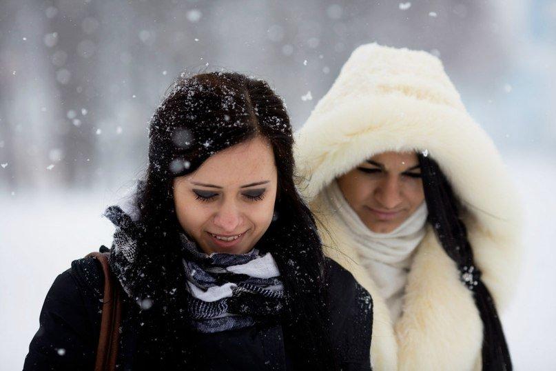 Анусы зрелых фото подружек зимой перед публикой