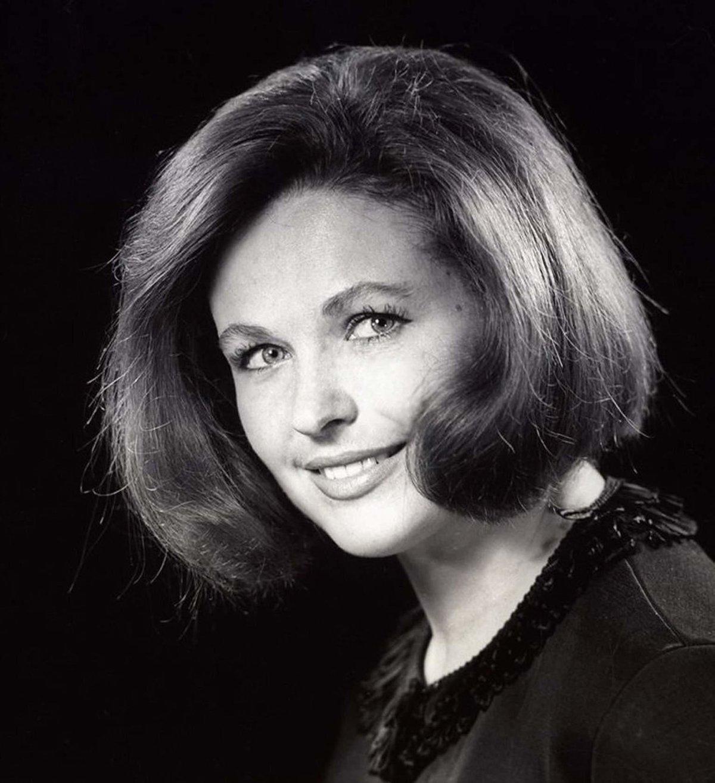 нудистке фото известных советских и российских актрис это время