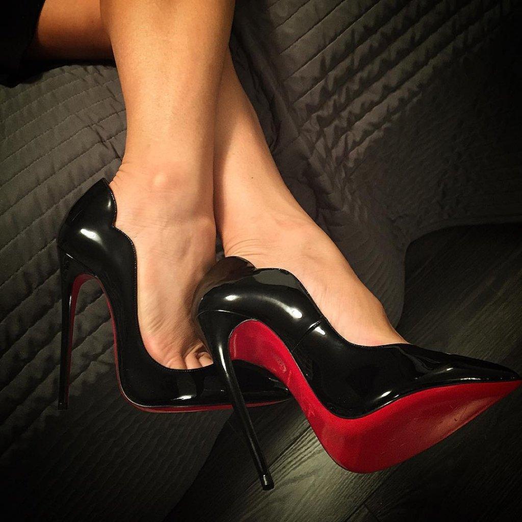 Фото женских ножек в туфлях #4