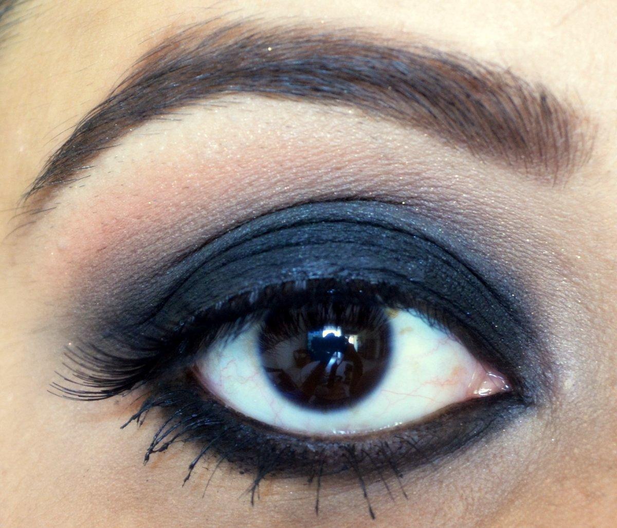 Картинка черные глаза