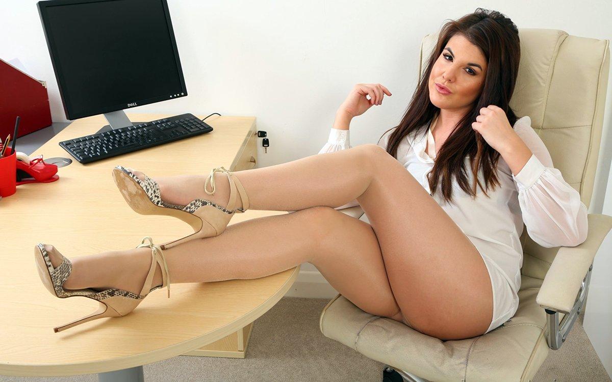 ножки секретарши видео онлайн интим