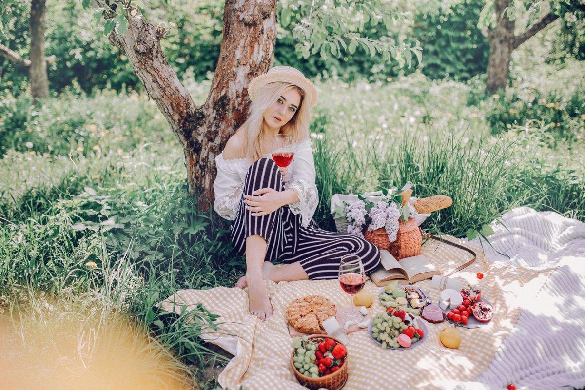 Фото на природе весной с фруктами