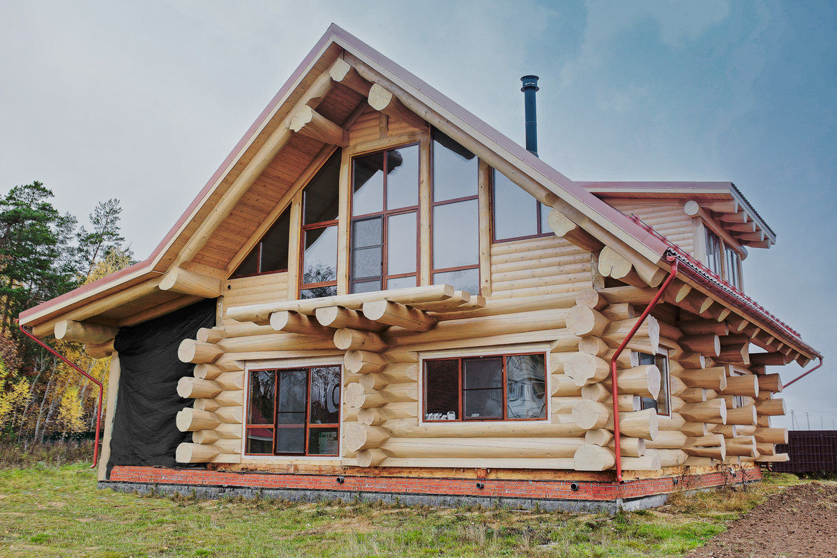 дом из бревна ручной рубки фото
