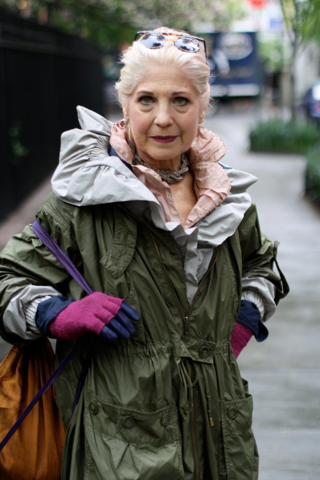 пожилые женщины в арт хаусе - 13
