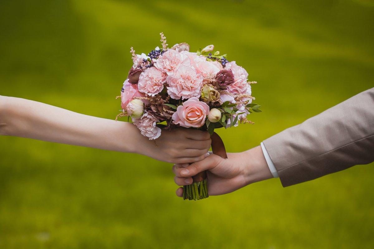 Днем, картинки свадебные букеты в руках