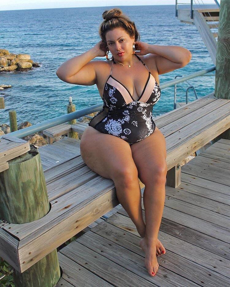 самые большие формы зрелых женщин молодой красивой соседке