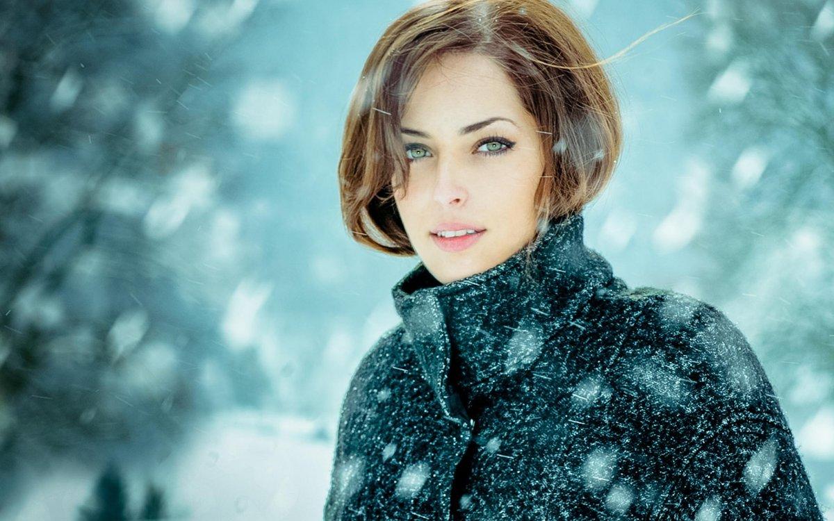 Картинки женщина в снегопад