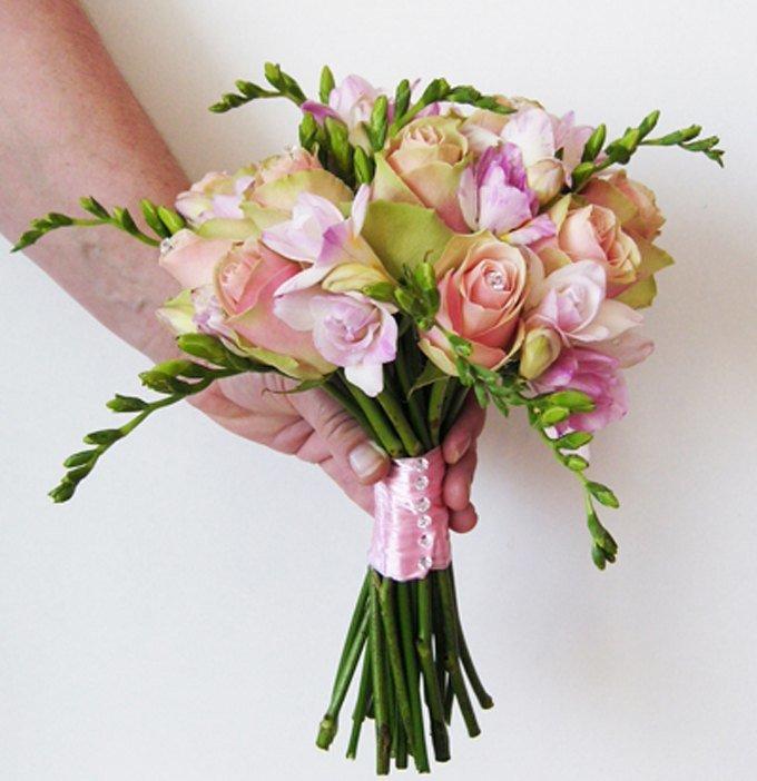 Самых, свадебный букет из розы и альстромерии
