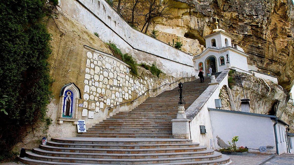 особенность домах уникальный пещерный монастырь фото фонтаны, которыми