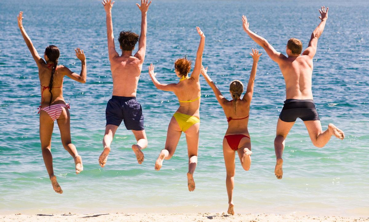 фото молодежи на море сиськи мужчина