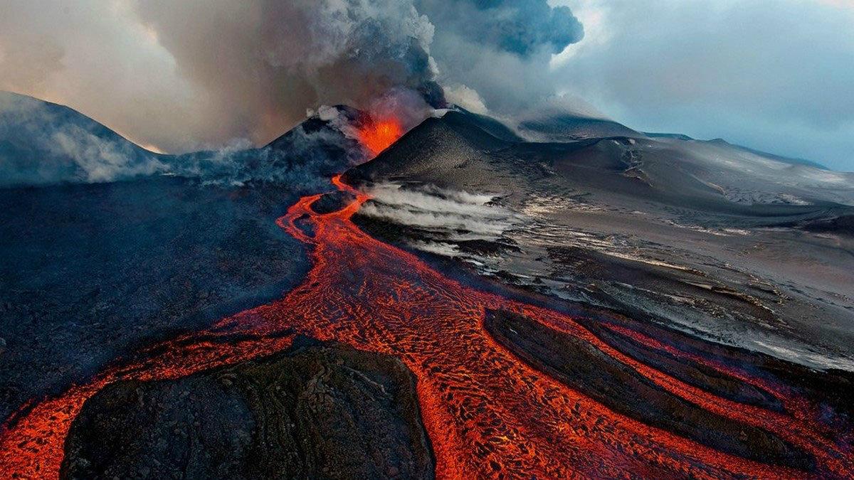 5ea135b095aa Сегодня мы хотим показать вам, как в Толбачинском, на Камчатке, ранее  происходило извержение