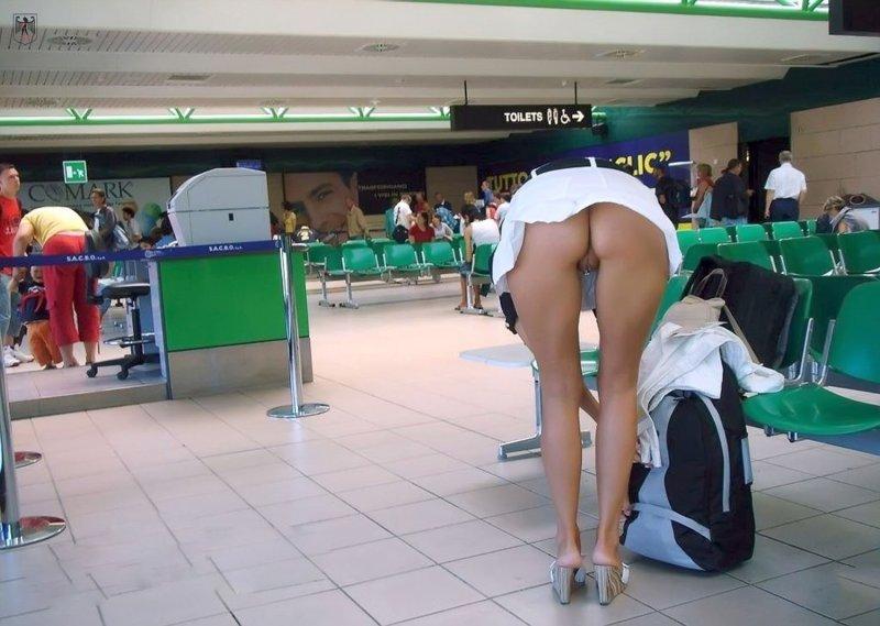 фото в общественных местах без трусов - 1