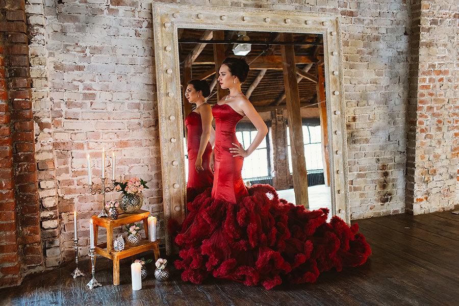 периоды как одеться на фотосессию в красной локации фотопечать тюле две
