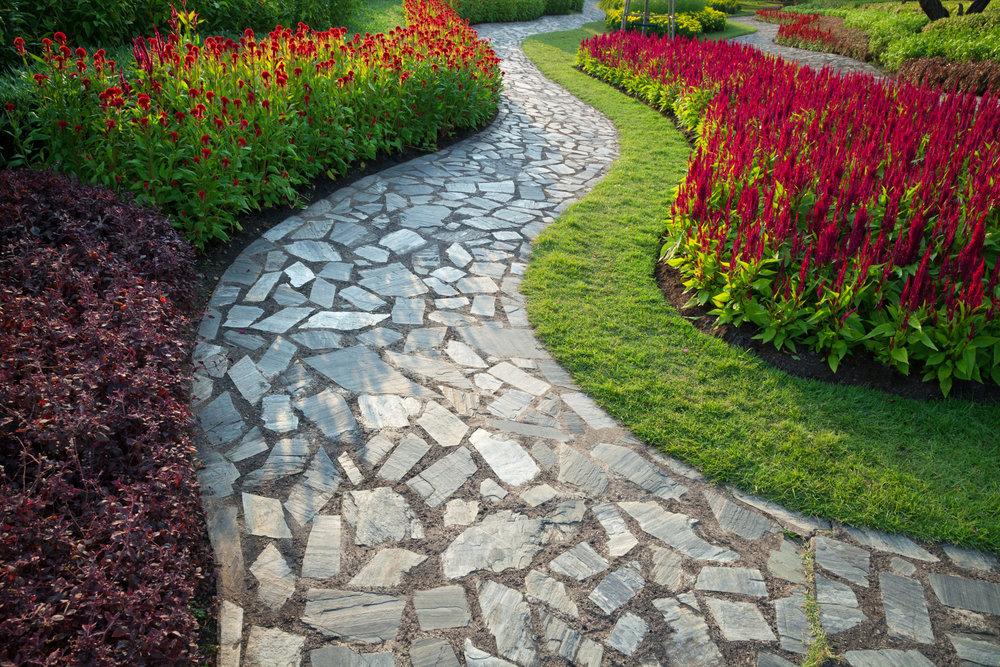 Фото садовых дорожек и цветочных клумб оформления
