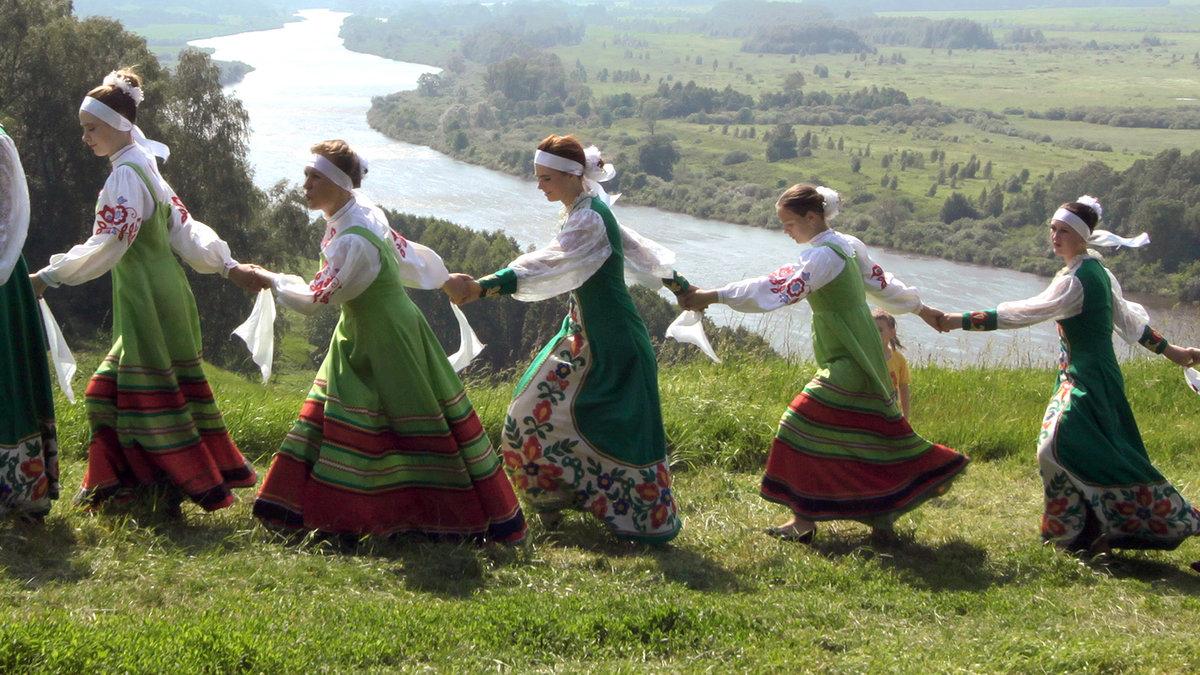 картинка славянские танцы манекенщиц тройной грудью