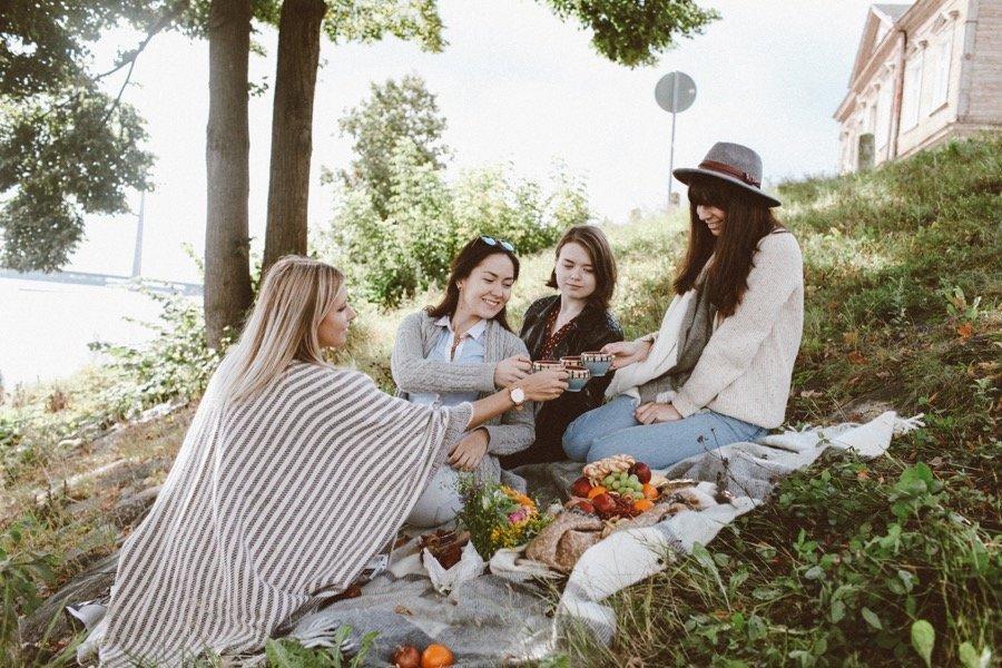 вам говорят подруги на пикнике фото уже