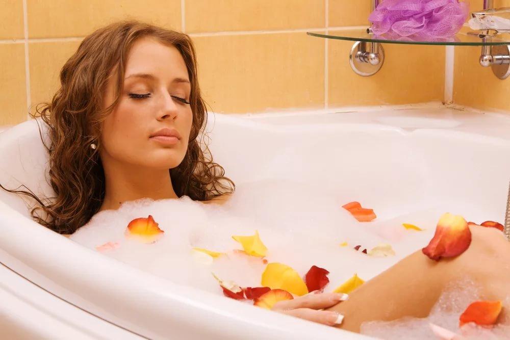 красивые девушки принимают ванну ужасное, что