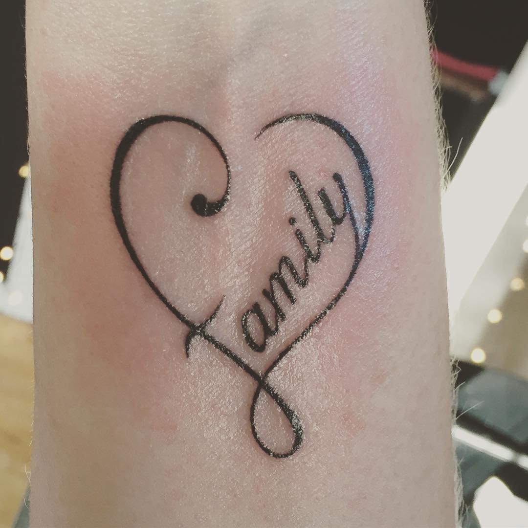 Открытки для, татуировки с надписью и переводом в картинках на запястье