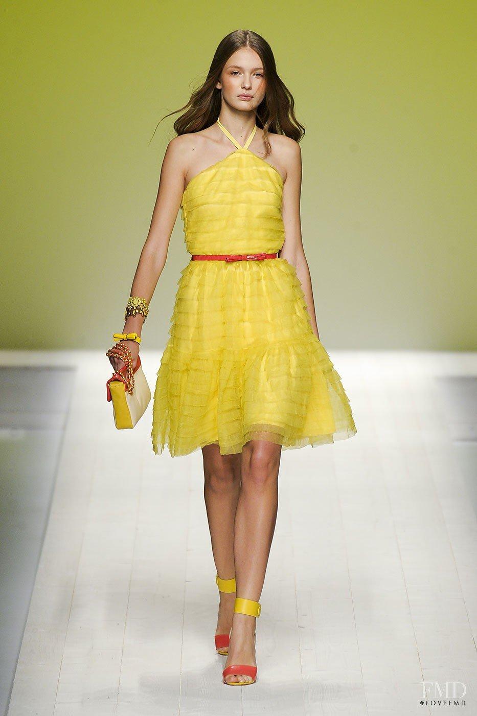 желтые платья как можно носить фото музыки здесь преобладает