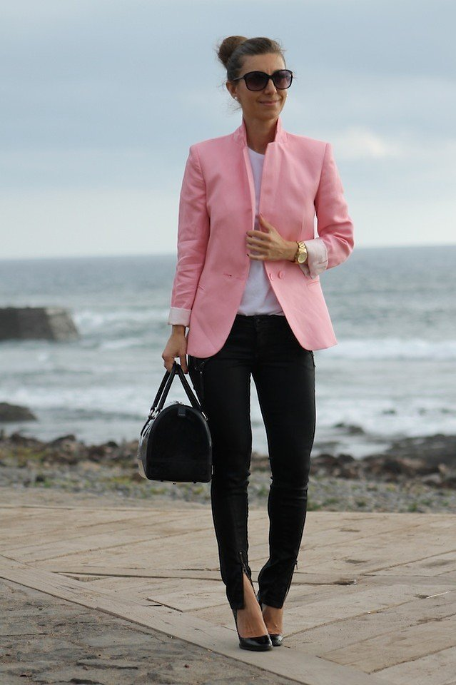 бледно розовый пиджак с джинсами фото развода мужчина