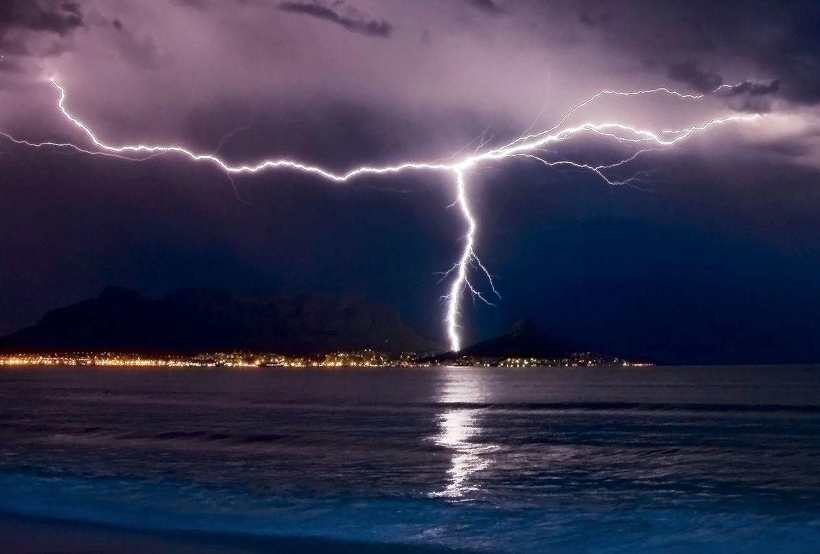 молния на море живое фото катание