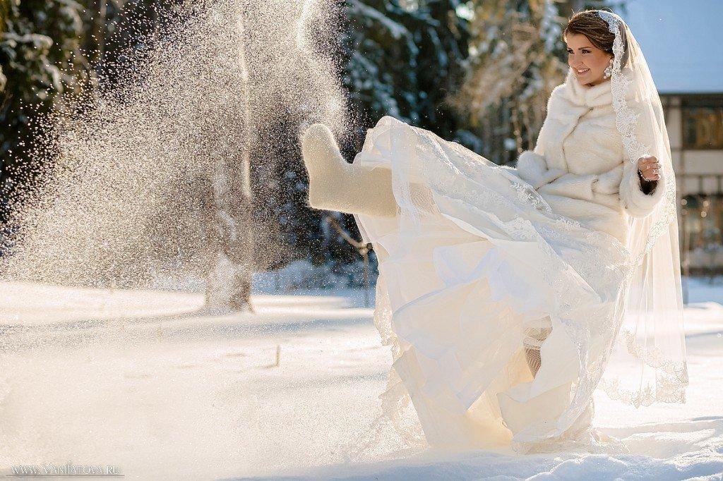 невеста зимой в валенках