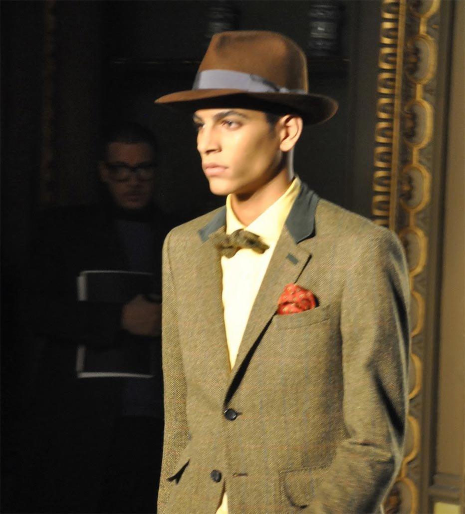 доллар, как стильные фото мужчин в шляпе сусумане ожидании