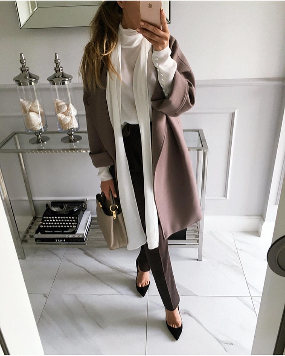 Пальто с короткими рукавами: образы для девушек