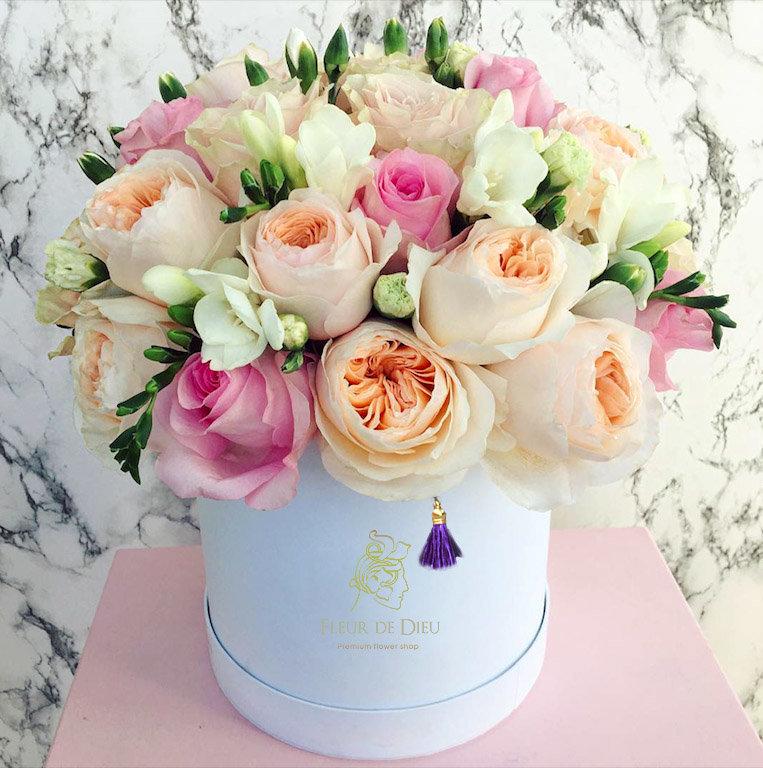 Тайная вечеря, открытки с днем рождения женщине цветы пионы в коробке