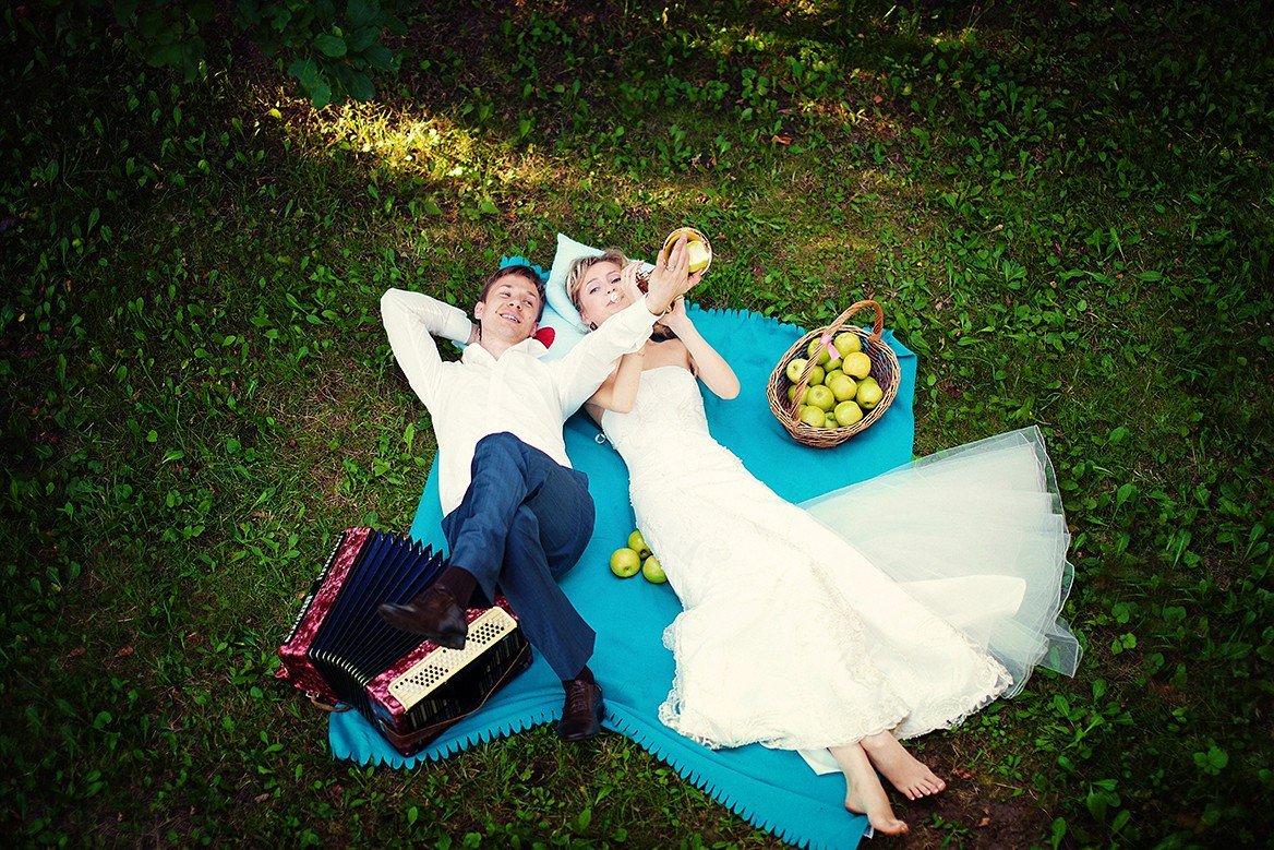 Идеи для веселой свадебной фотосессии кирпичном