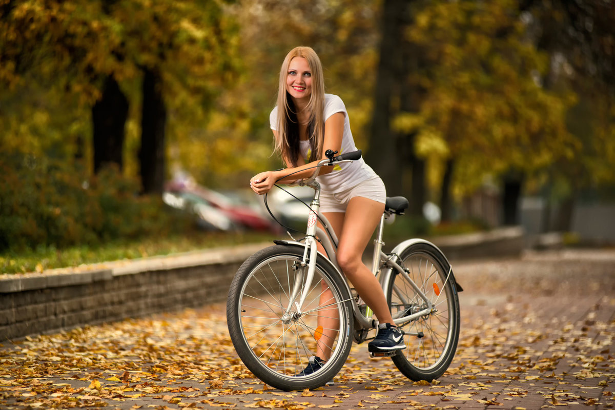 Секс на велосипеде порно кончил